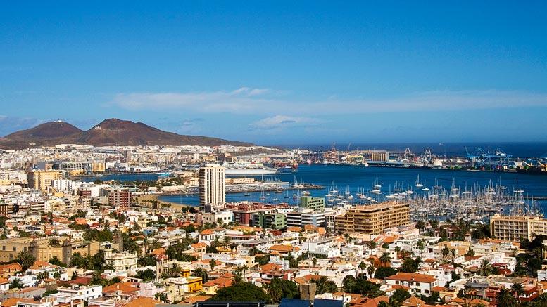 De hoofdstad Las Palmas op het vakantie eiland Gran Canaria