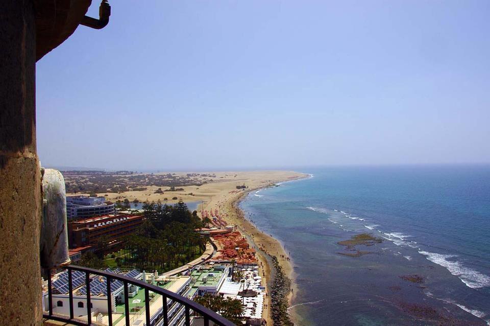 De vuurtoren van Maspalomas met een panoramisch uitzicht op het strand