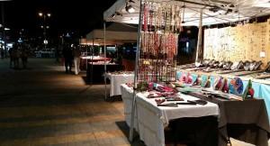 Shopping avondmarkt op Plaza in Playa del Ingles
