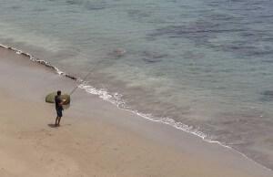 Vissen dichtbij het strand van Meloneras