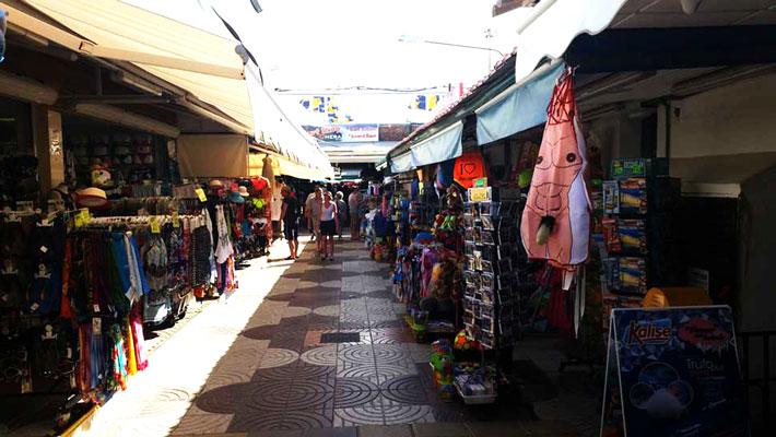 Shopping in strandwinkels in Playa del Ingles op GRan Canaria
