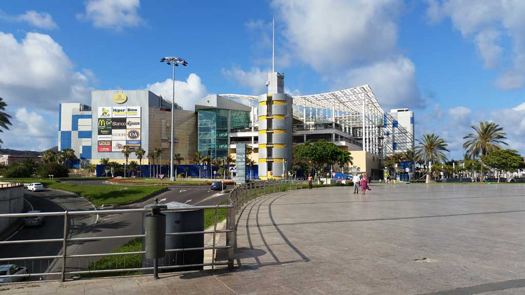 El Muelle Shopping Center near Puerto de La Luz in Las Palmas