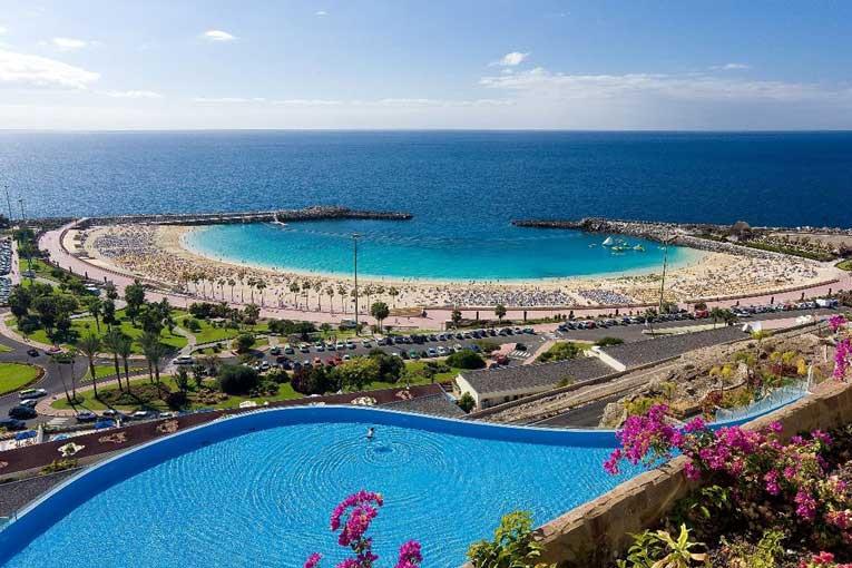 Playa De Amadores A Unique Beach In Gran Canaria Gran Canaria