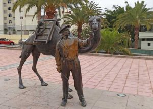 Camel and camel driver as artwork in San Fernando in Gran Canaria