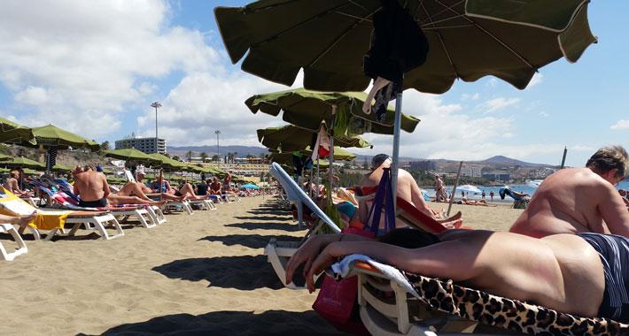 Huur een ligbed of hamaca en parasol op het strand van Playa del Ingles